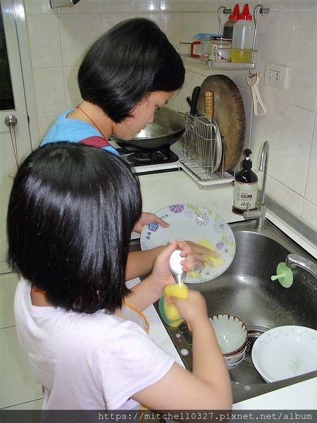 使用廚植淨清洗碗盤